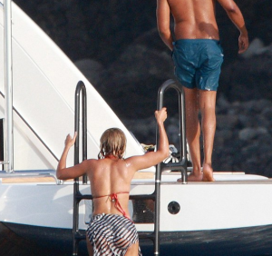 beyonce-jay-z-vacation-that-grape-juice
