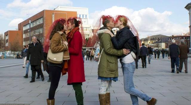 vajzat puthen