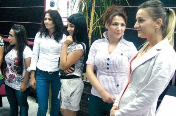 Dhjetëra vajza nga Shqipëria, në Rashkë që të njihen me djem serbë