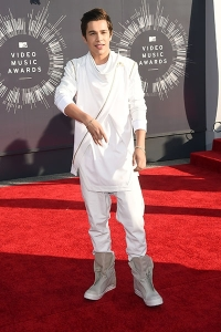 2014-mtv-vmas-austin-mahone-billboard-400