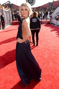 2014-mtv-vmas-julianne-hough-billboard-400