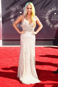 2014-mtv-vmas-kesha-billboard-400