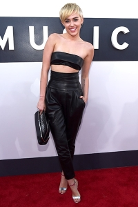 2014-mtv-vmas-miley-cyrus-billboard-400