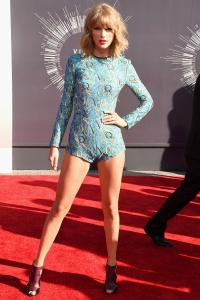 2014-mtv-vmas-taylor-swift-billboard-400